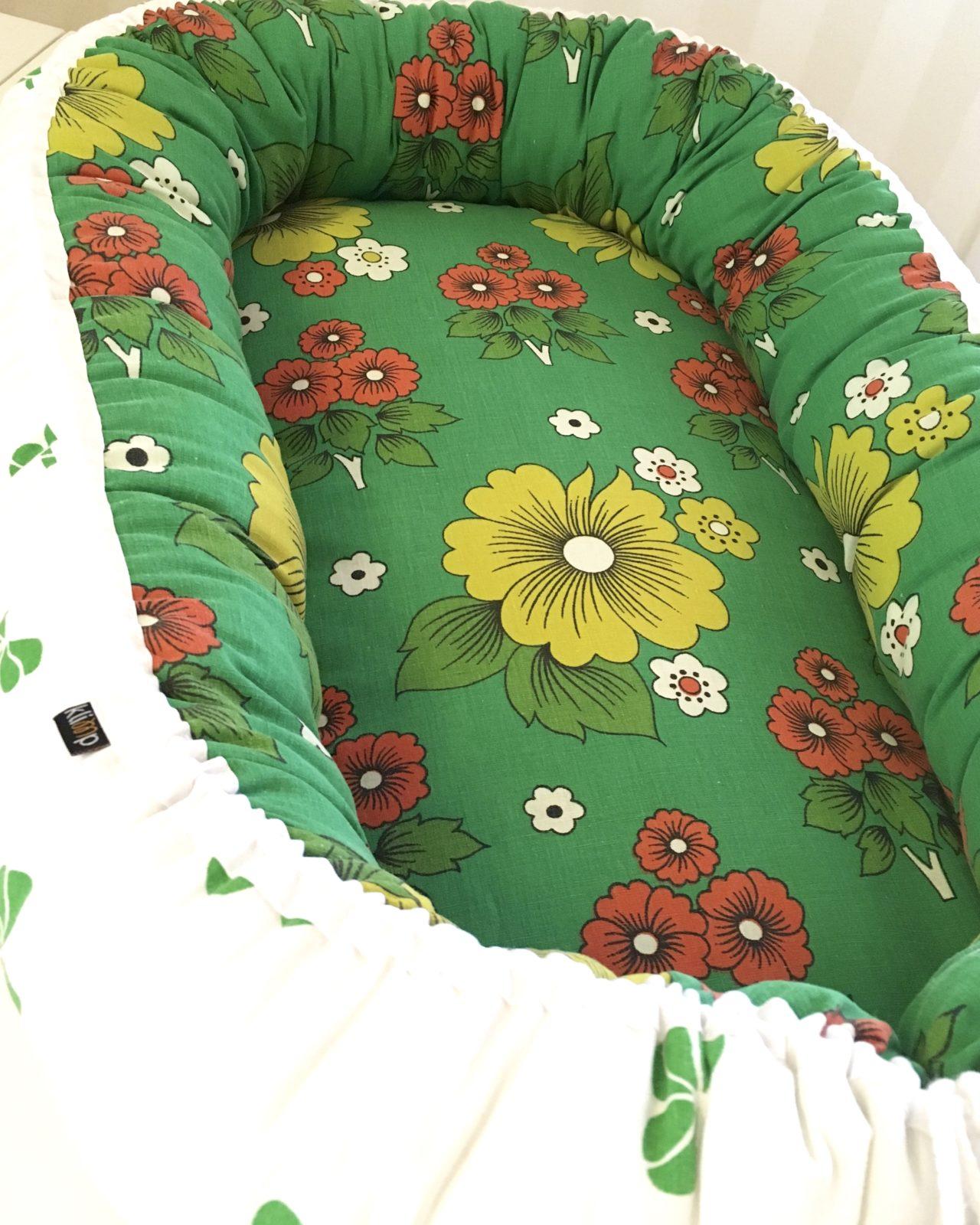 Babynest Retro retrotyg Vintage Vintagetyg Återbruk Eko Miljövänligt Barnbädd Blommigt