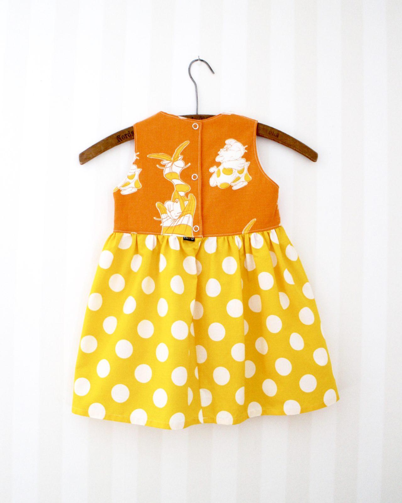 79d35036f058 Klänning Retro Barnklänning Återbruk Miljövänligt Retrotyg Vintage  Vintagetyg Dunderklumpen Prickig