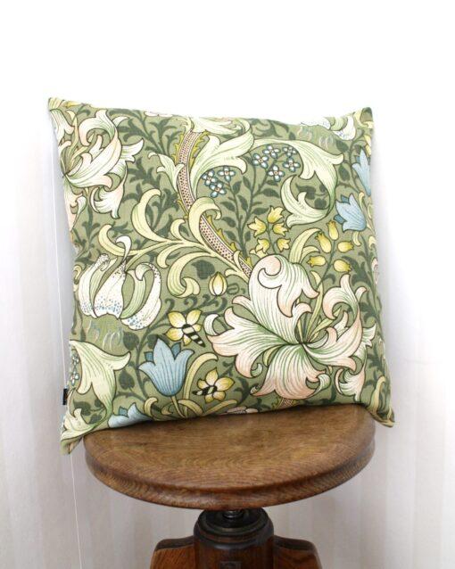 Kudde Kuddfodral Vintage Vintagetyg Retro Retrotyg Golden Lily William Morris Återbruk Miljövänlig Återanvändning
