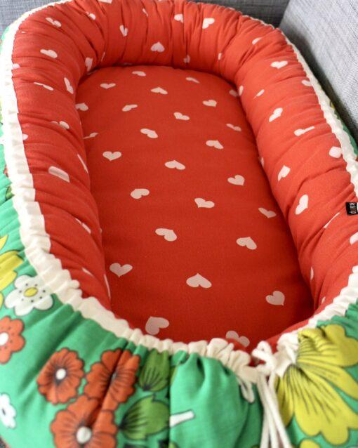 Babynest Retro retrotyg Vintage Vintagetyg Återbruk Eko Miljövänligt Barnbädd Blommigt Hjärtan