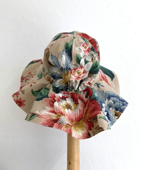 Solhatt Barn Barnhatt Rosor storblommig blommig romantisk vintagetyg vintage retro retrotyg flower power miljövänligt återbruk