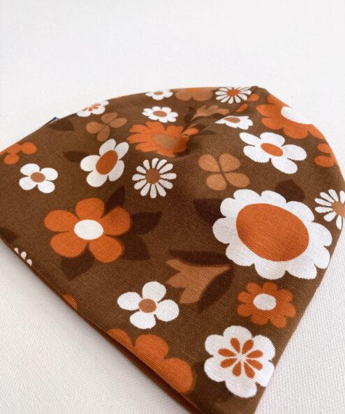 Mössa Barnmössa Vintagetyg retrotyg flower power blommig Blommigt Bruna blommor miljövänlig hållbar höstmössa retro vintage eko ekologisk